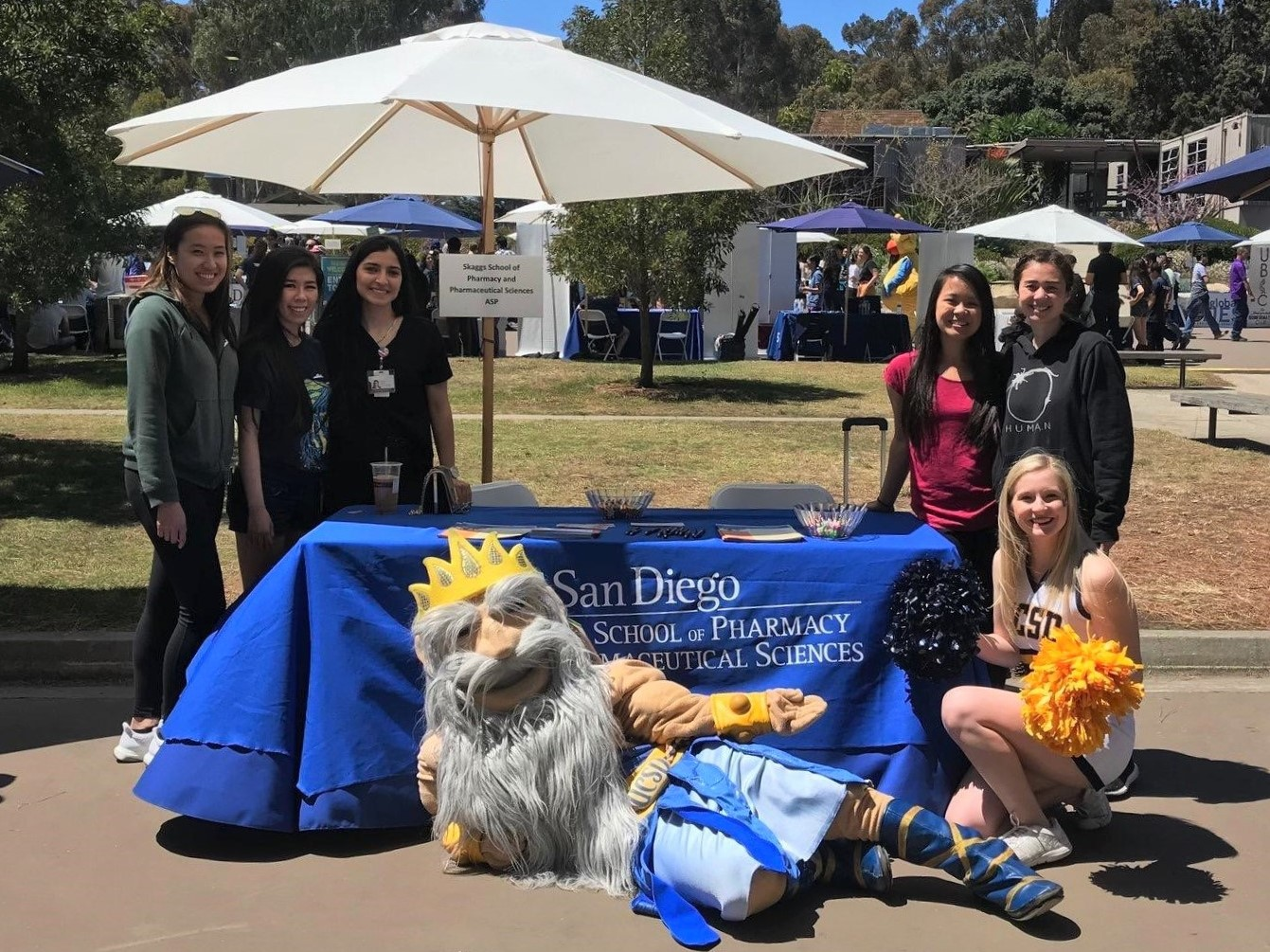 Skaggs students participating in the Welcome Triton event at UC San Diego